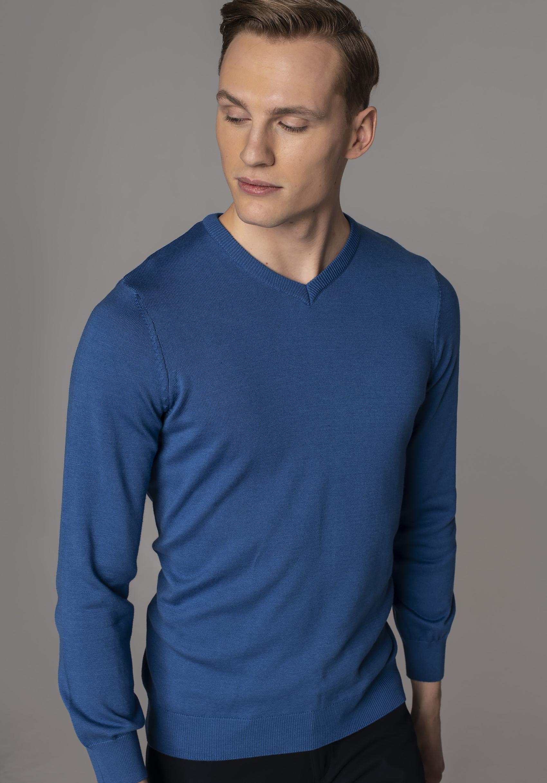 Moda na home office – przykładowy sweter z oferty Recman