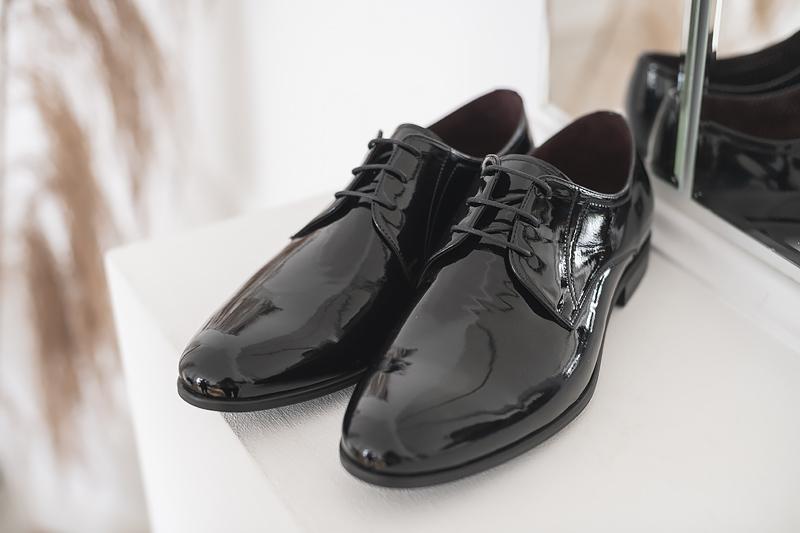 Buty do garnituru – czarne lakierki