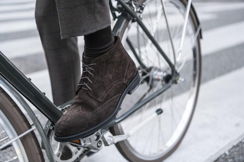 wysokie buty męskie z zamszu w stylizacji na rower