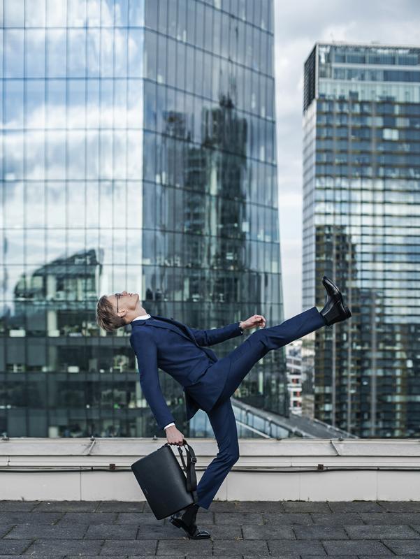 Wysokie buty męskie typu sztyblety w stylizacji do pracy