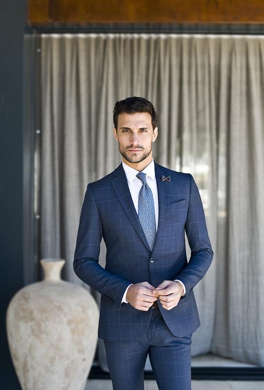 elegancki strój na chrzciny dla mężczyzny