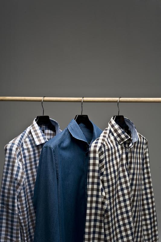 koszule męskie na wieszaku