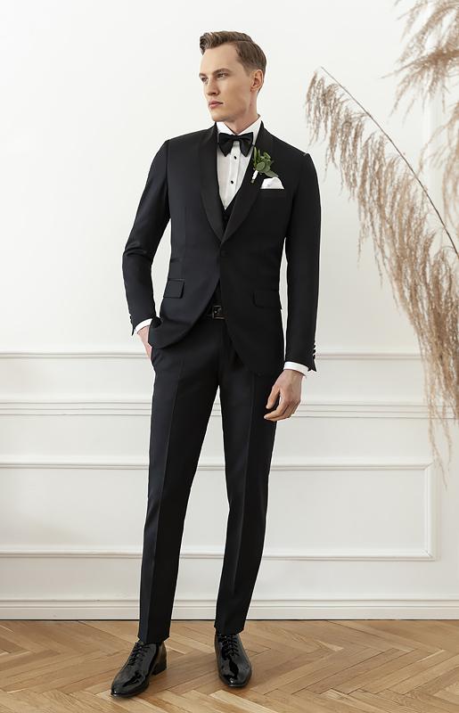 Czarny garnitur na wesele