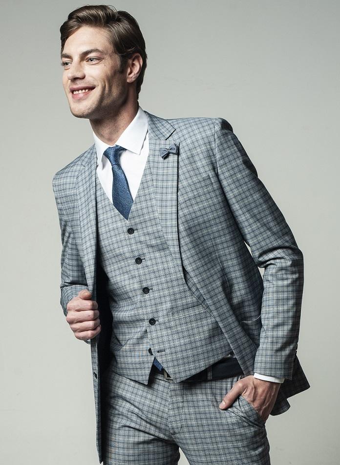 Jasny garnitur męski z jakościowego materiału